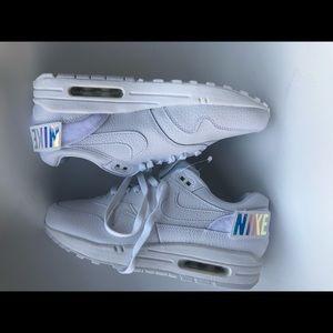 Women's Nike size 8 air max 90
